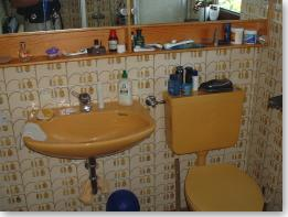 Sanitär: WC mit Aufputzspülkasten - vorher